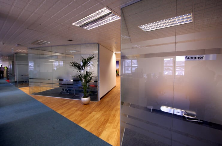 dividing and making the most of your office space with glass walls and partitions