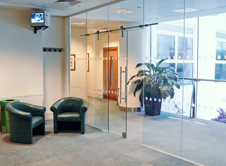 frameless glass partition repairs
