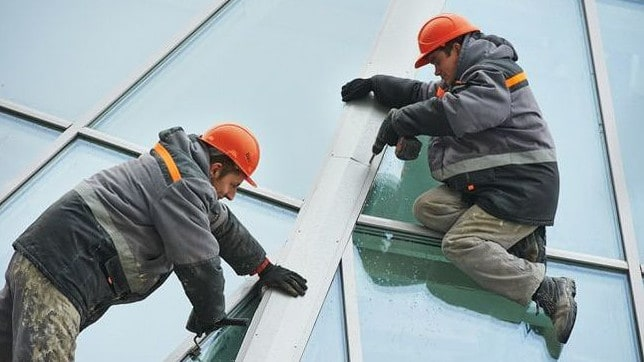 glaziers working on a hi rise building in Sydney